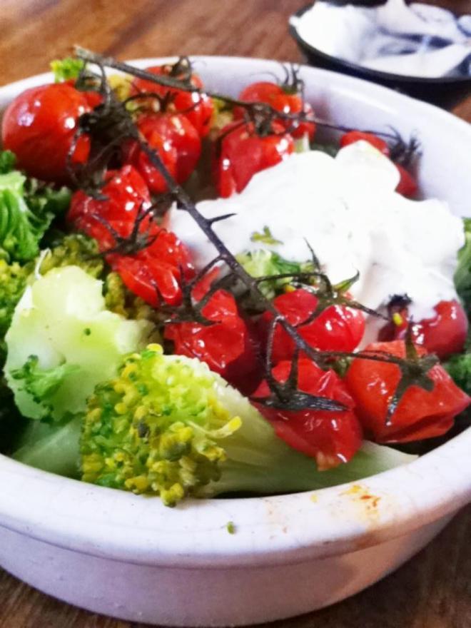 法式家常料理-清燙花椰菜烤小蕃茄佐優格薄荷溫沙拉