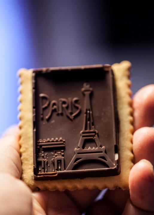 如果妳喜歡有多層次口味的餅乾,在餅乾烤好後,淋上融化巧克力,趁巧克力快乾的時候蓋上巧克力專用的印章,也很不錯.