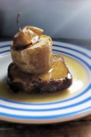 烤蘋果法式奶油麵包佐蘋果酒焦糖醬
