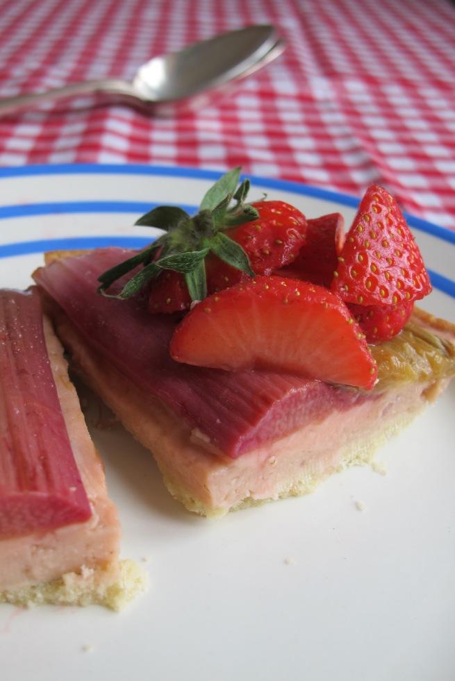 草莓大黃根塔