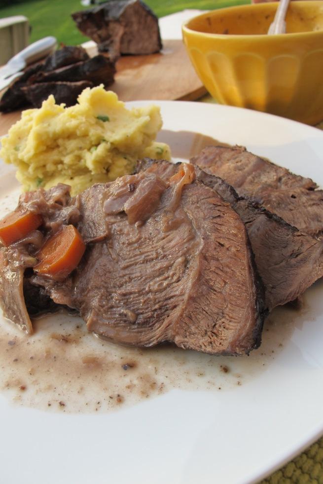 義式家常料理-紅酒煟煮炭牛肉 Boeuf braise au vin rouge 搭配馬鈴薯泥