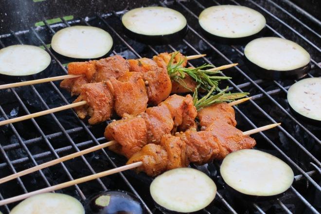 義式烤蔬菜沙拉佐迷迭香薑黃雞肉串