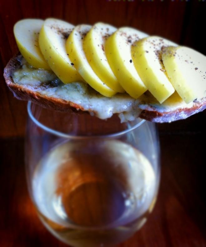 蘋果藍乳酪熱麵包