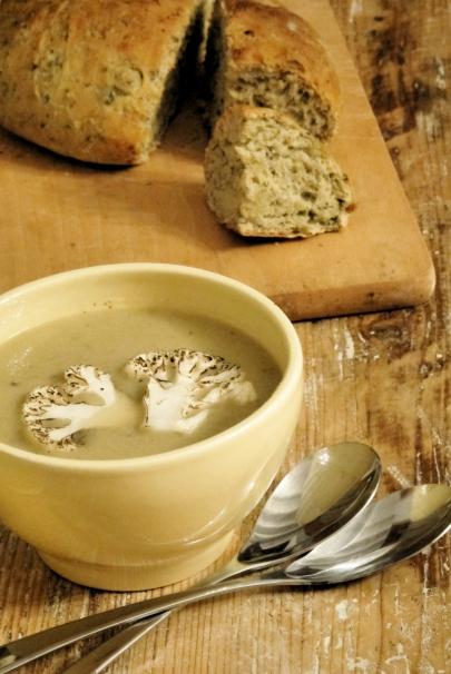 花椰菜濃湯&羅勒橄欖油麵包