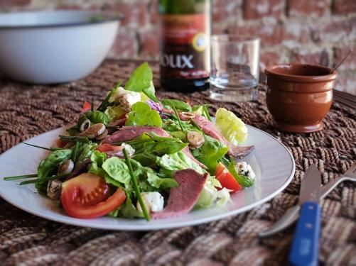 烤牛肉希臘乳酪沙拉Roti beuf cuit , fromage Greque salade