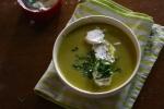 新鮮香草尚堤伊咖哩大蔥濃湯 Velouté de poireaux au curry,chantilly aux herbes