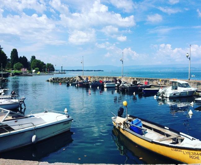 在進入鎮上的大湖,連結日內瓦&瑞士跟法國三國.美麗又怡人的地方