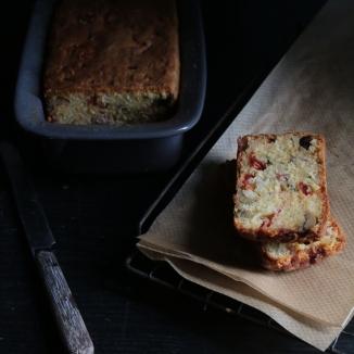 油漬蕃茄燻肉條橄欖鹹蛋糕CAKE AUX LARDONS, OLIVES ET TOMATES CONFITES